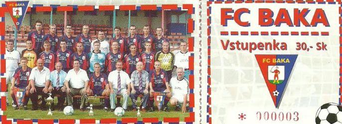 Ilyen belépőjeggyel jártak focira 2001-ben Bakán. A felvételen a 2000/2001-es évadban az V. ligában bajnok bakai futballcsapat (Sárkány Imre archívumából)