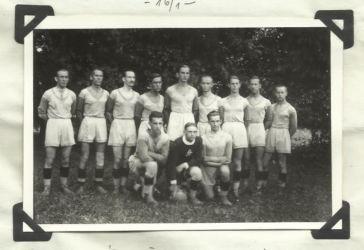 Ez az értékes felvétel Rozsnyóról érkezett: 1932-ben készült a kassai kerületi bajnokságban játszó Rozsnyói Sport Club futballcsapatáról. Balról, hátul: Szuhay, Sztarna, Stromp, Ludányi, Langhoffer, Ambrózy, Sebalj, Dokupel, Füleky, elöl: Juránek, Márton és Béres (Juraj Králik archívumából)